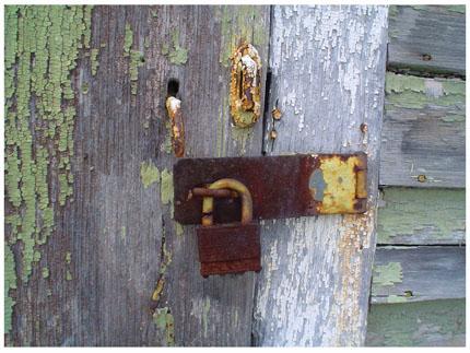 Rusty lock medium width